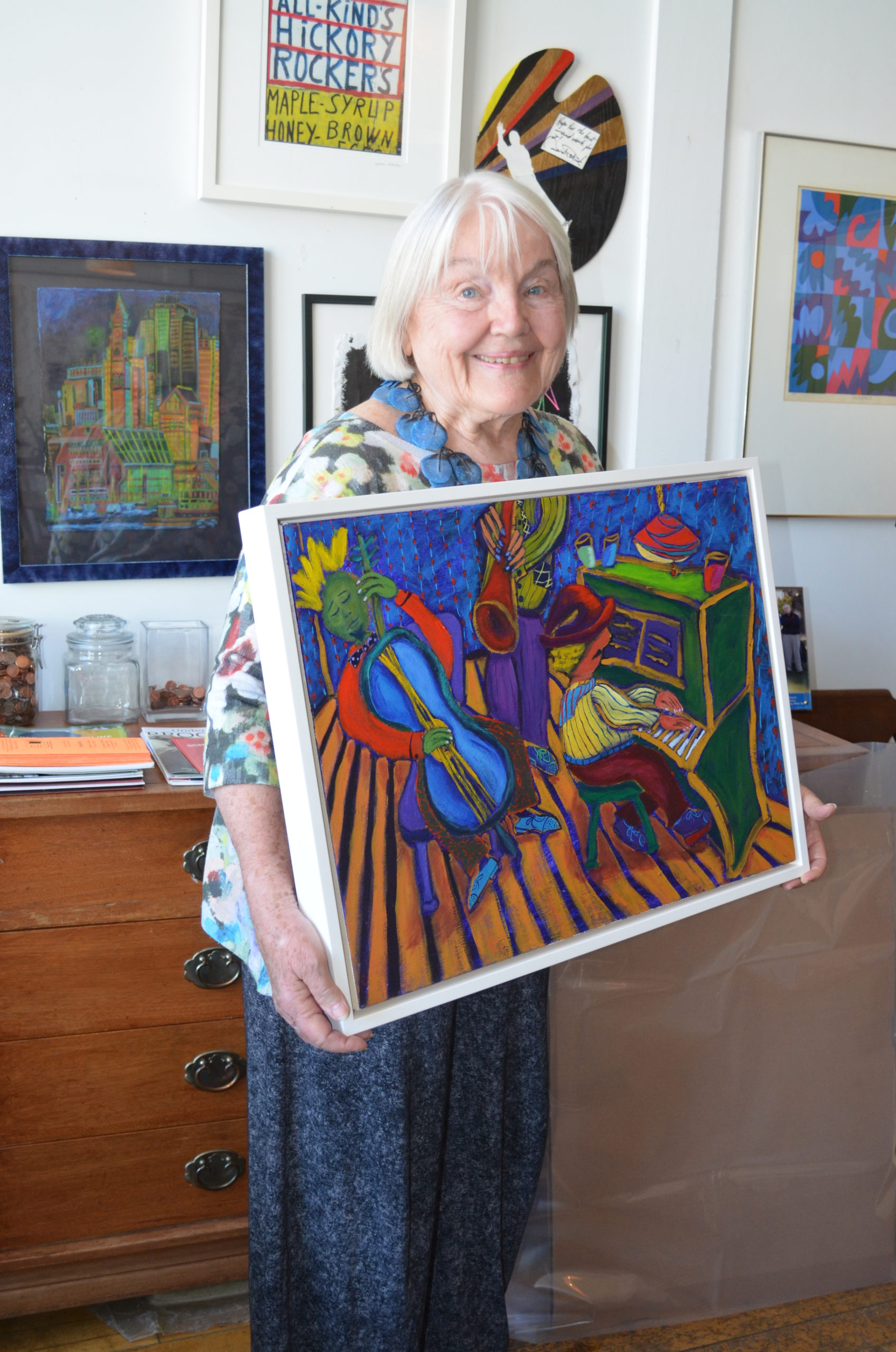Chobee Hoy with her Pat Peter painting