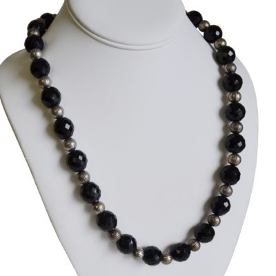 Black and silver necklace by Neri Avraham
